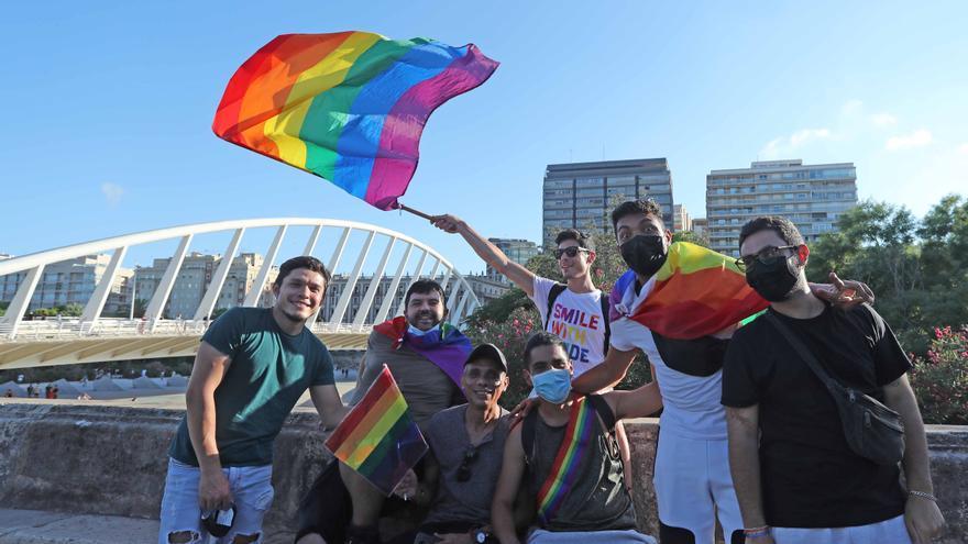 El Orgullo clama por los derechos trans en València