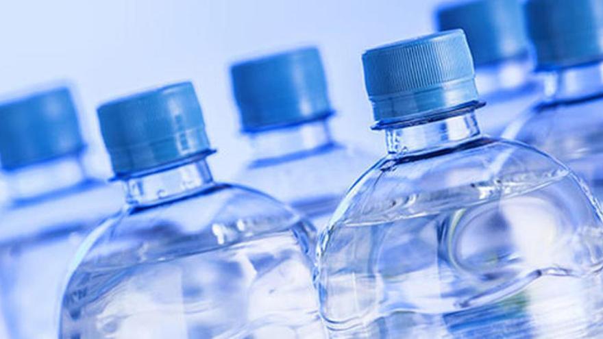 La gran majoria d'aigües embotellades estan contaminades