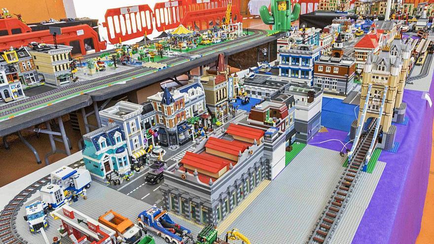 Picassent acull una exposició amb peces 'Lego'
