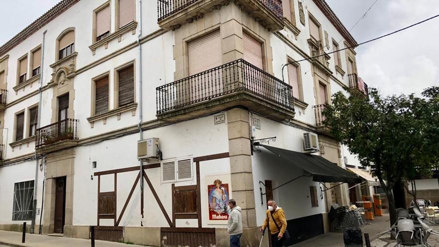 Detenida una pareja que portaba 19 partes falsificados sobre pruebas covid y 7.200 euros