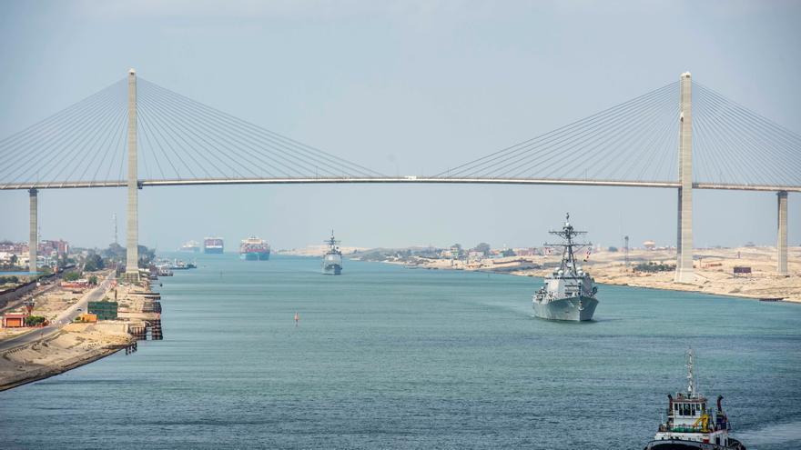 El atasco en el canal de Suez afecta aún a 119 barcos tras una semana desbloqueado