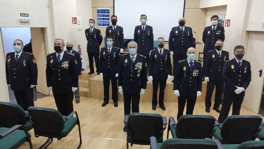 La Policía condecora a sus agentes distinguidos, con el protocolo anticovid