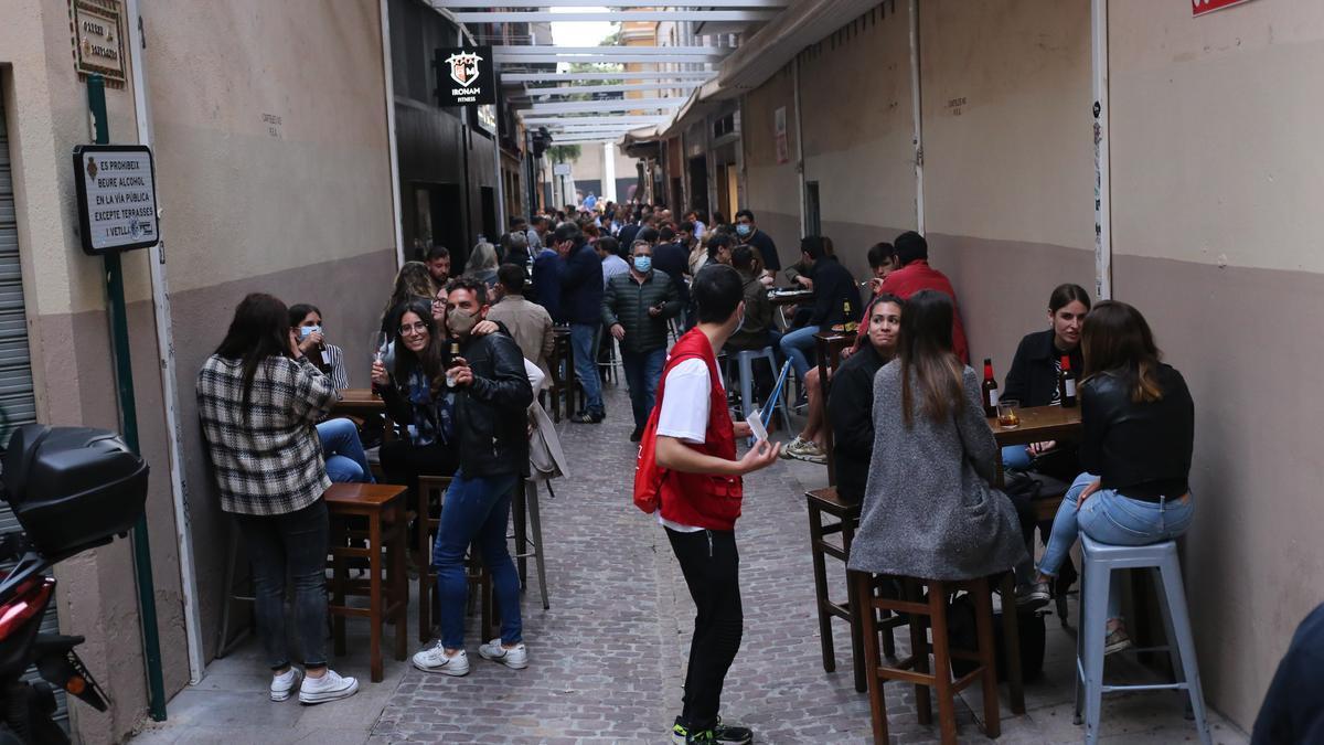 Imagen de la zona de las tascas de Castelló el pasado fin de semana, donde ya se notó una mayor afluencia.