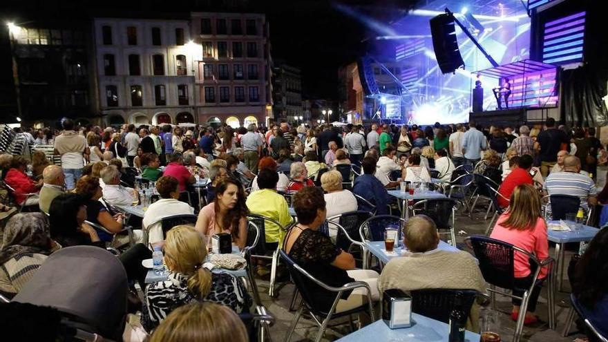 Las orquestas piden auxilio al Principado para salvar un verano negro, sin romerías