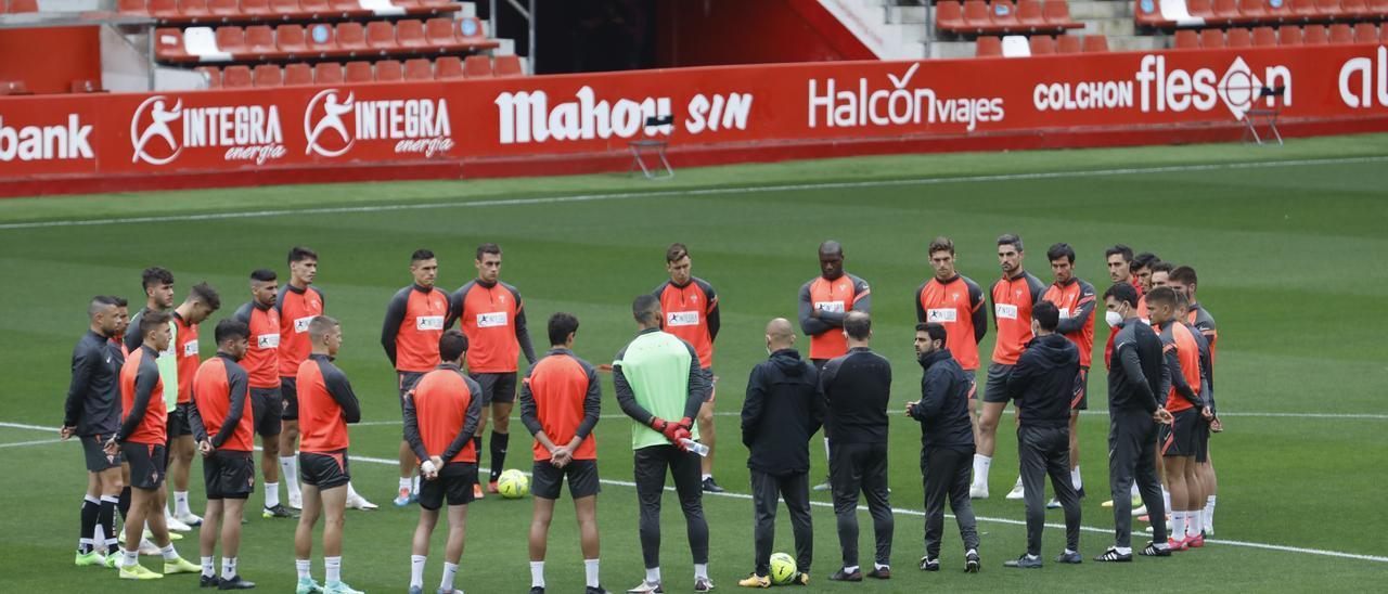 Los jugadores del Sporting, durante un entrenamiento.