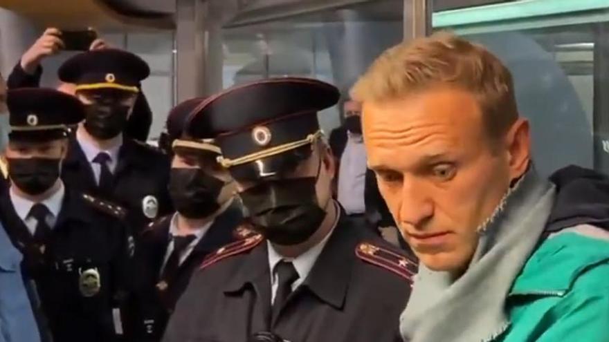 Navalni, detenido poco después de llegar a Moscú
