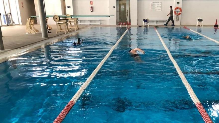 Las piscinas municipales admiten desde hoy a seis personas por carril