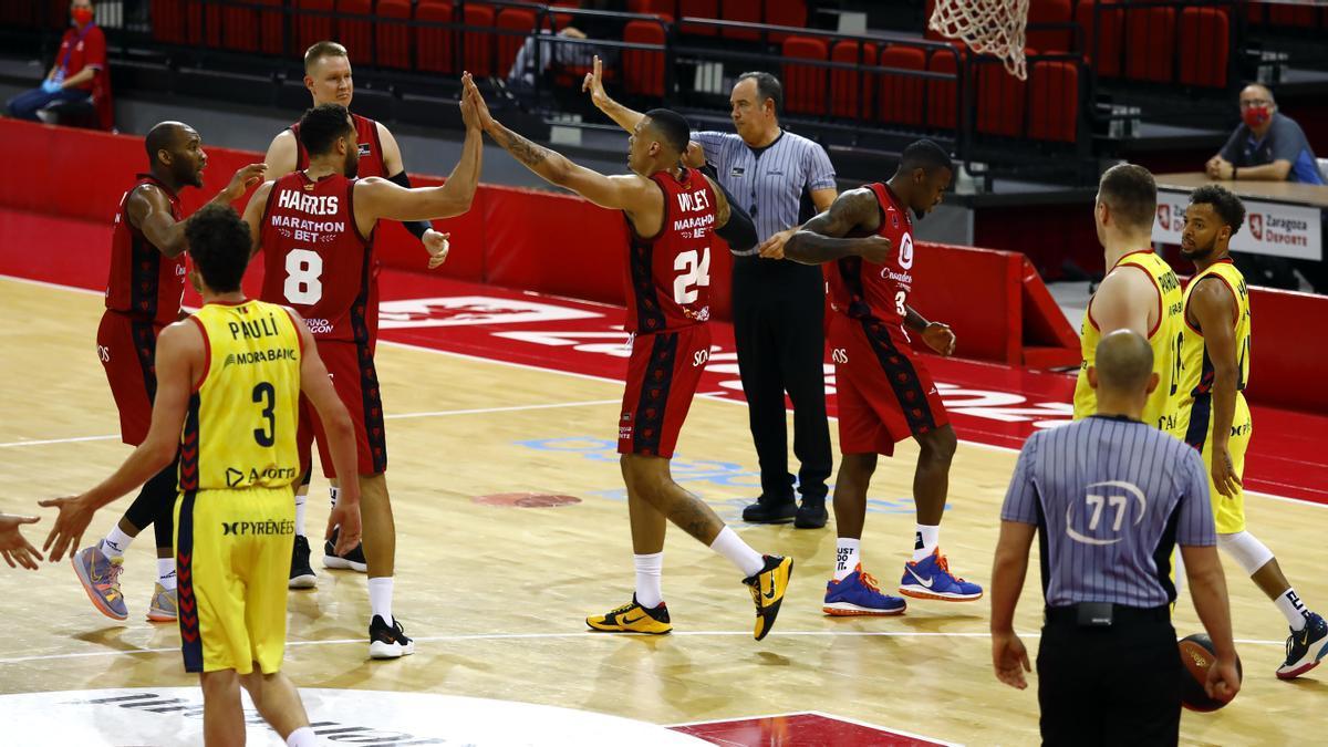 Los jugadores del Casademont celebran una acción frente al Andorra.