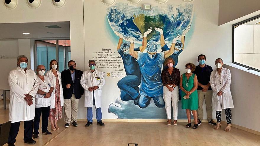 Mural homenaje en el Santa Lucía al personal sanitario
