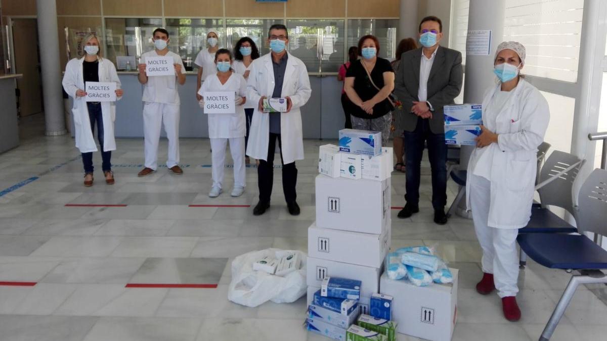 Entrega del material de protección en el Centro de Salud-