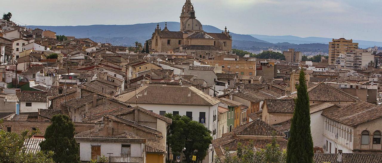 Imagen panorámica del casco antiguo de Xàtiva, parte de la ciudad en la se quiere crear la bolsa de viviendas para jóvenes. | PERALES IBORRA