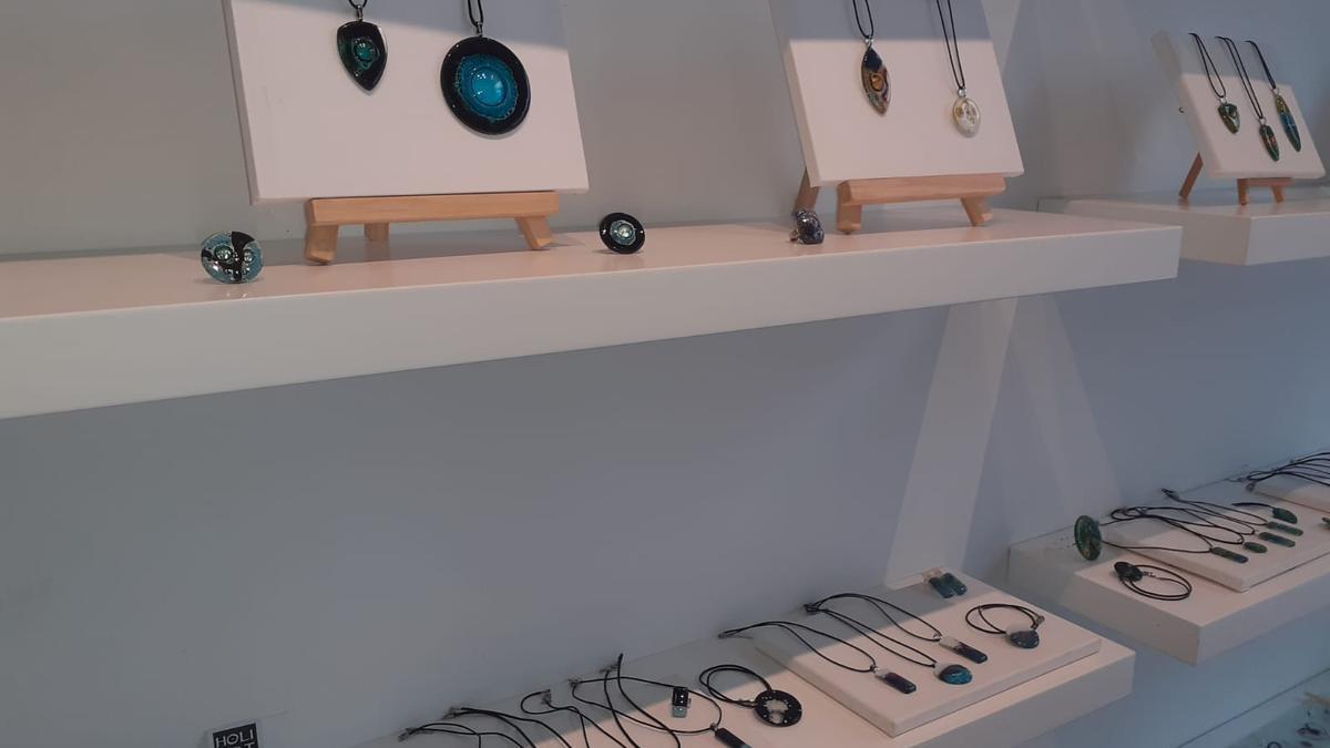 Costume jewelery exhibited in the FEDAC Room