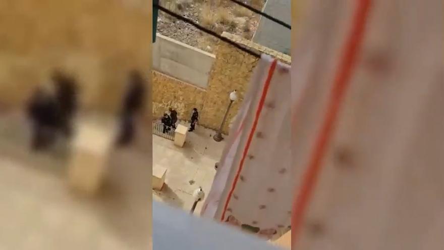 Un policía nacional agrede a una persona sin hogar en Alicante