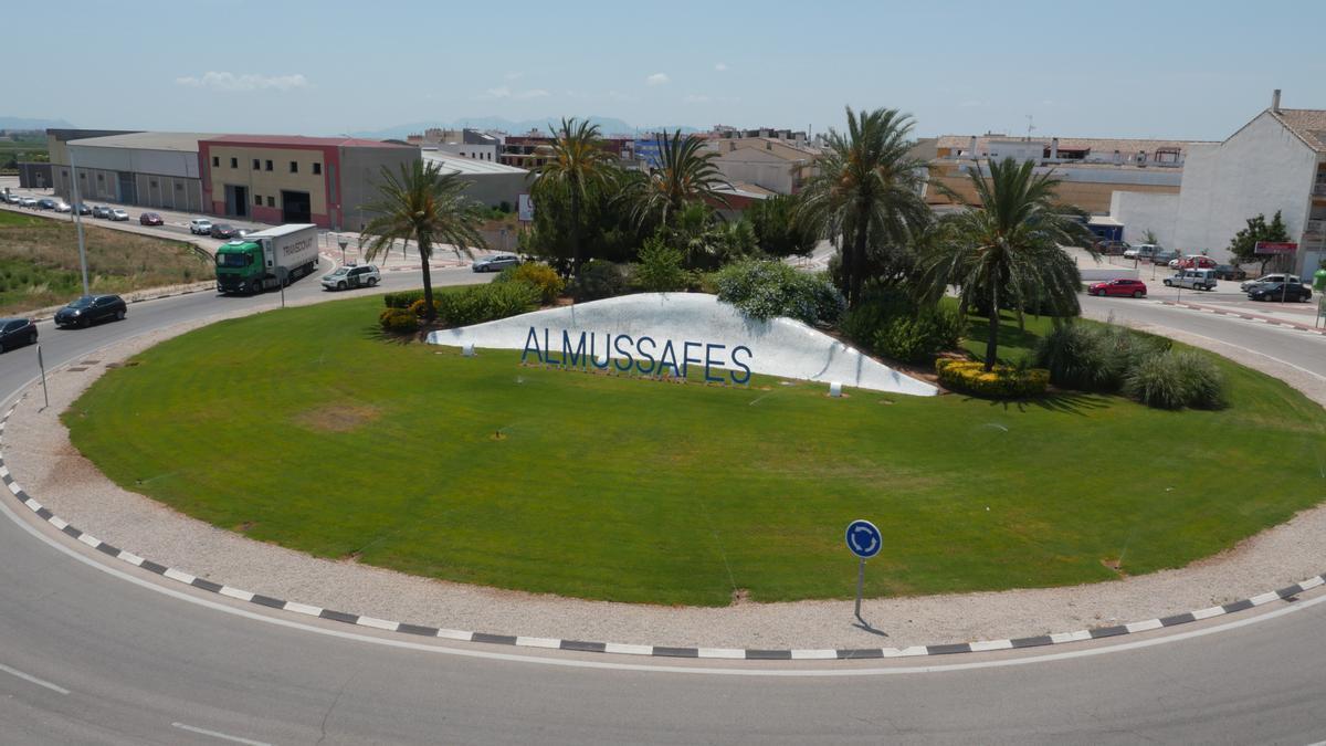 Rotonda de entrada al municipio de Almussafes.