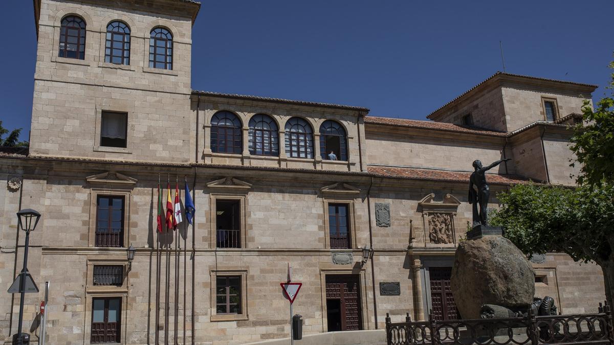Fachada de la Diputación Provincial de Zamora.