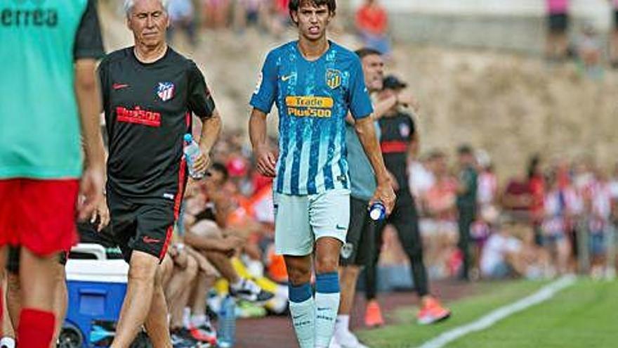 El portugués Joao Félix, lesionado en su debut con el Atlético de Madrid