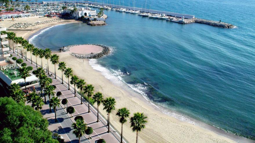 Acosol repara de urgencia una tubería de saneamiento en El Faro