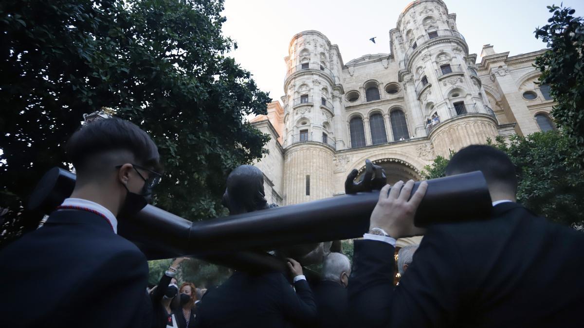 Madrugada de traslados para la veneración 'El Verbo Encarnado' en la Catedral