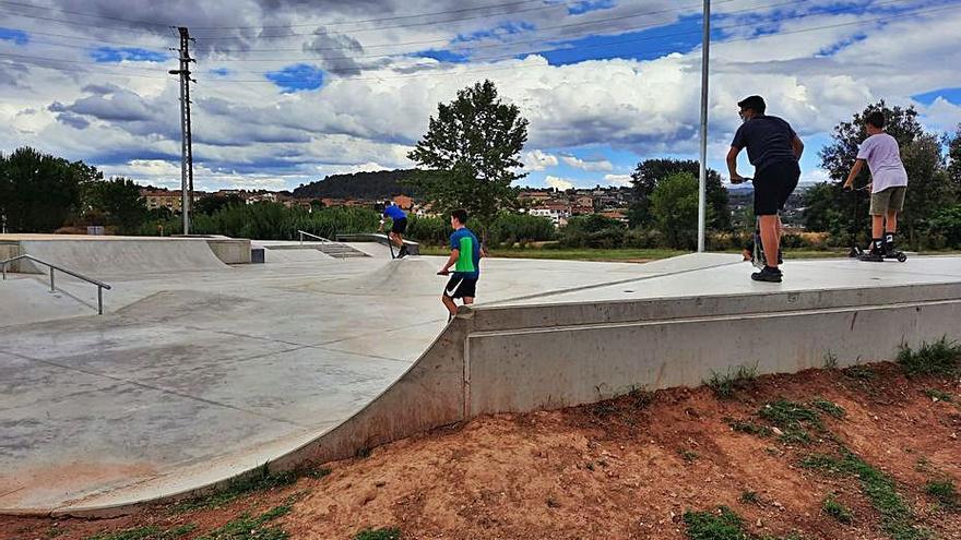 Sant Fruitós posa en funcionament el primer 'skatepark' del municipi