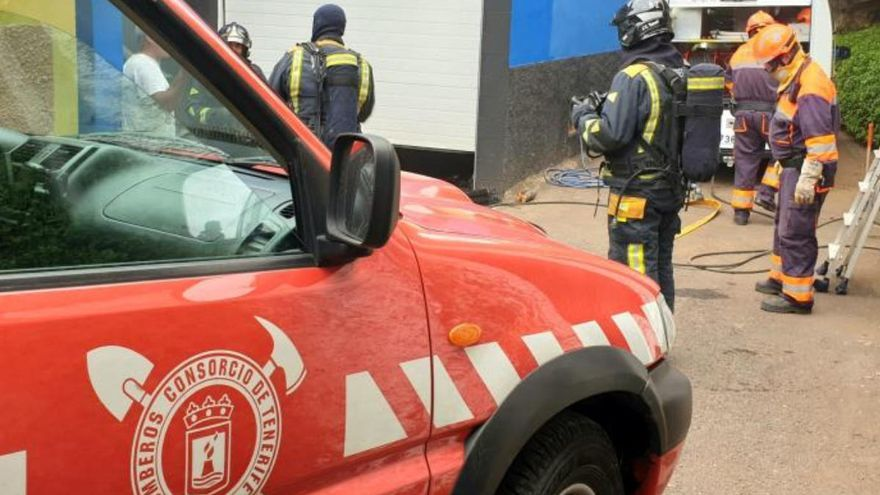 Rescatan a un hombre del interior de un contenedor en Tenerife