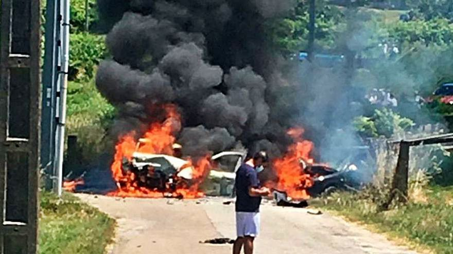 Un accidente en Sanxenxo desencadena un incendio