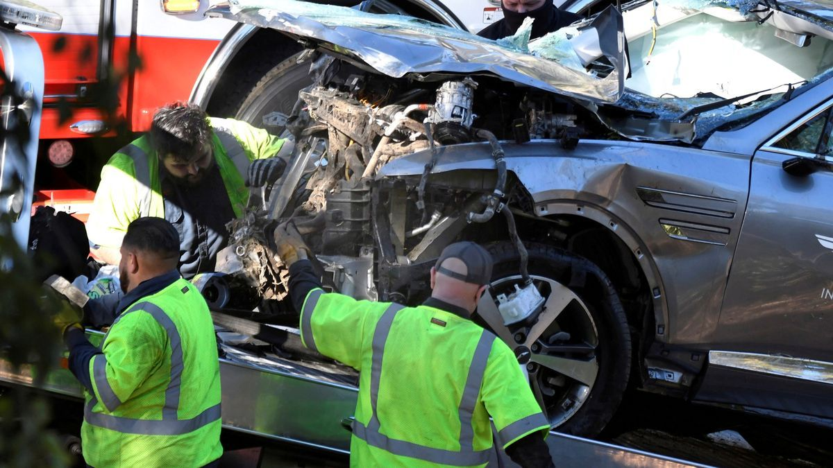 Image of the vehicle in which Tiger Woods crashed.