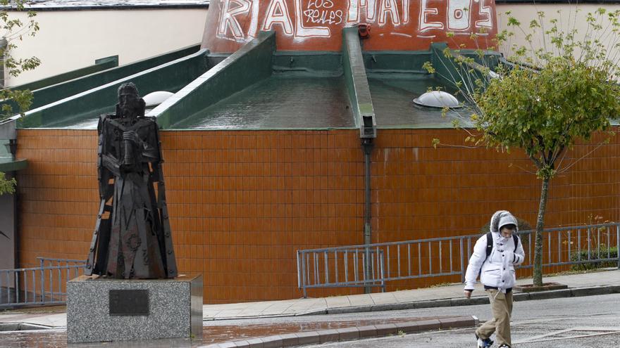Da un puñetazo en la cara al presidente de su comunidad en la iglesia de Otero, en Oviedo
