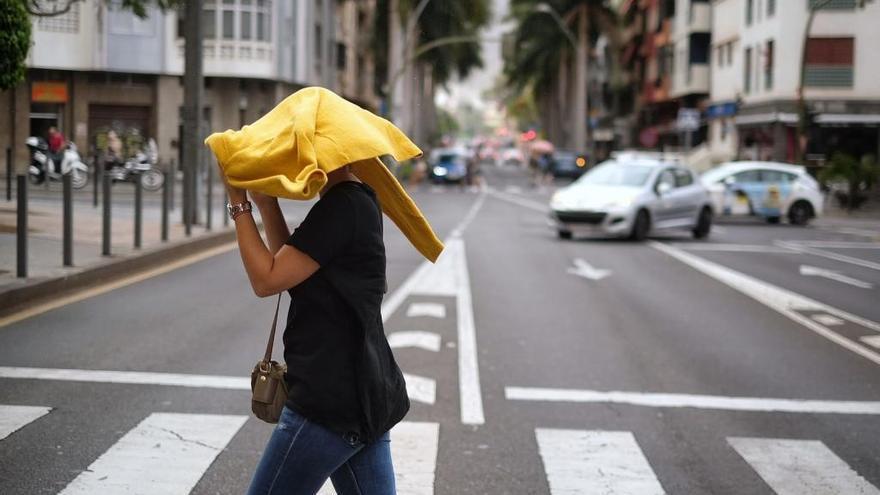 Lluvias débiles y viento del norte con rachas fuertes este sábado en Canarias