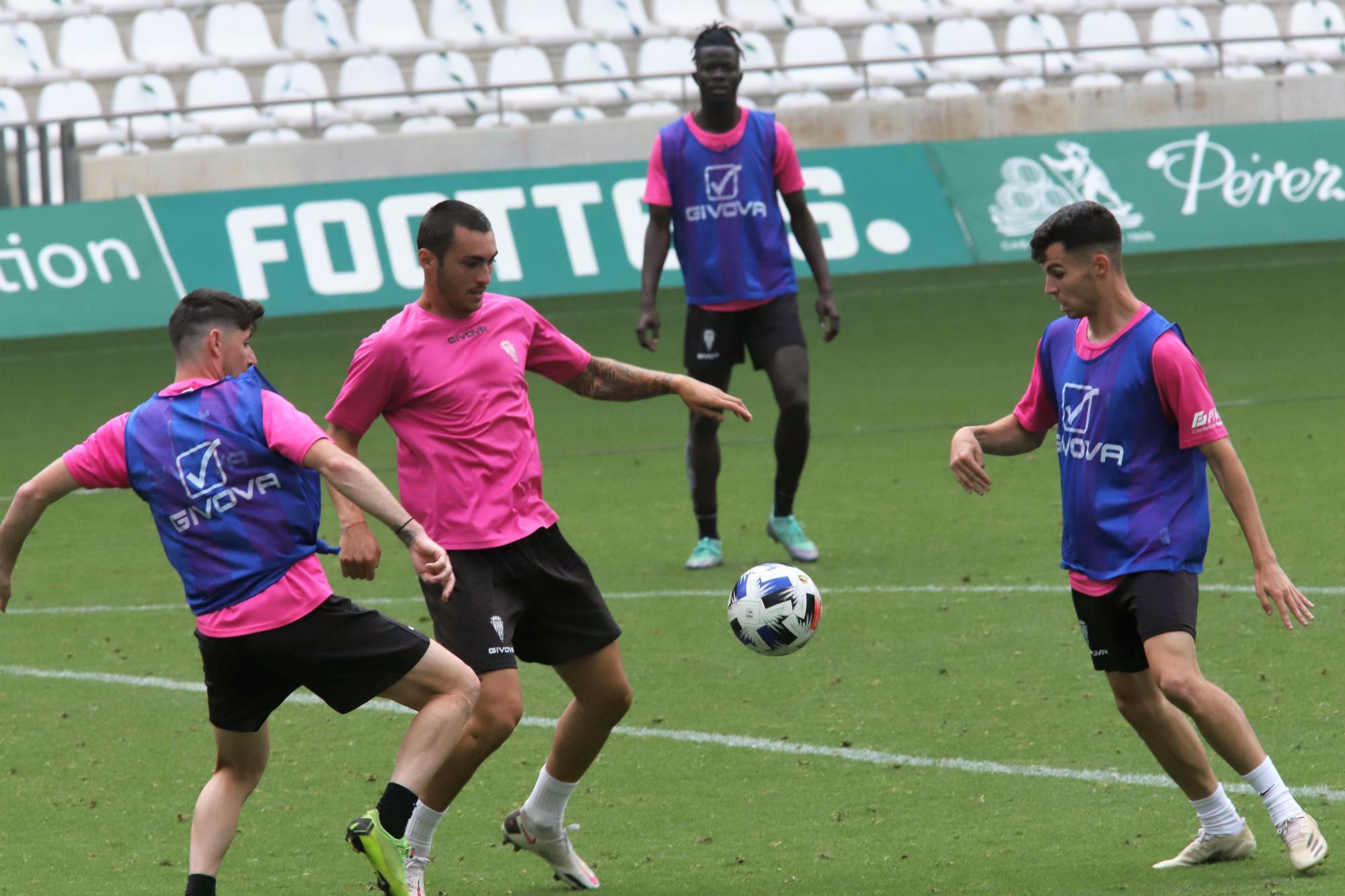 Entrenamiento del Córdoba CF tras el descenso a Segunda RFEF