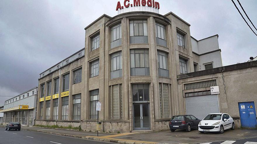Los propietarios ceden al Concello el edificio de AC Medín a cambio de poder construir pisos