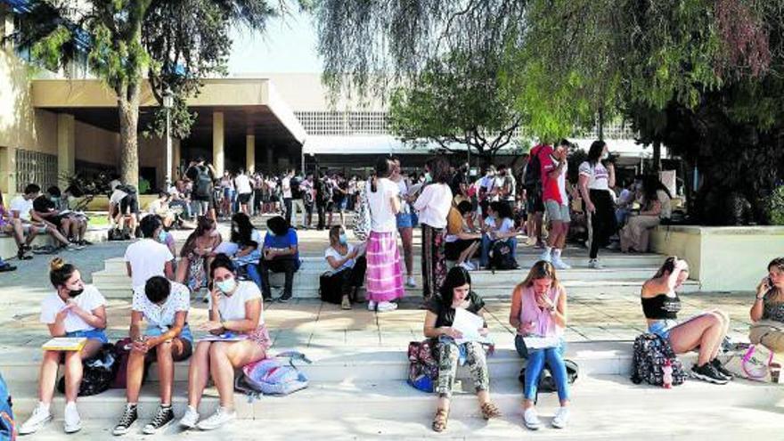 Universitarios malagueños exigen que se les devuelva el dinero de sus actos de graduación