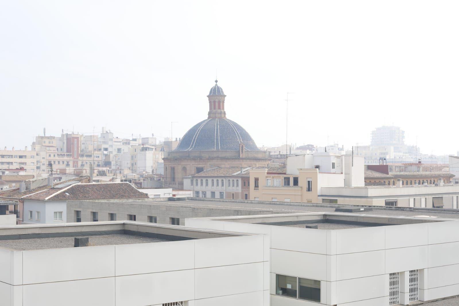 València parece Londres por el humo de la quema de la paja del arroz