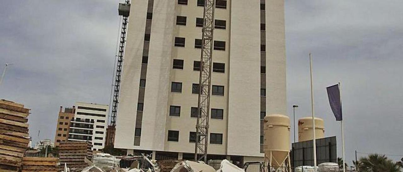 Edificio donde ocurrió el accidente en El Campello.