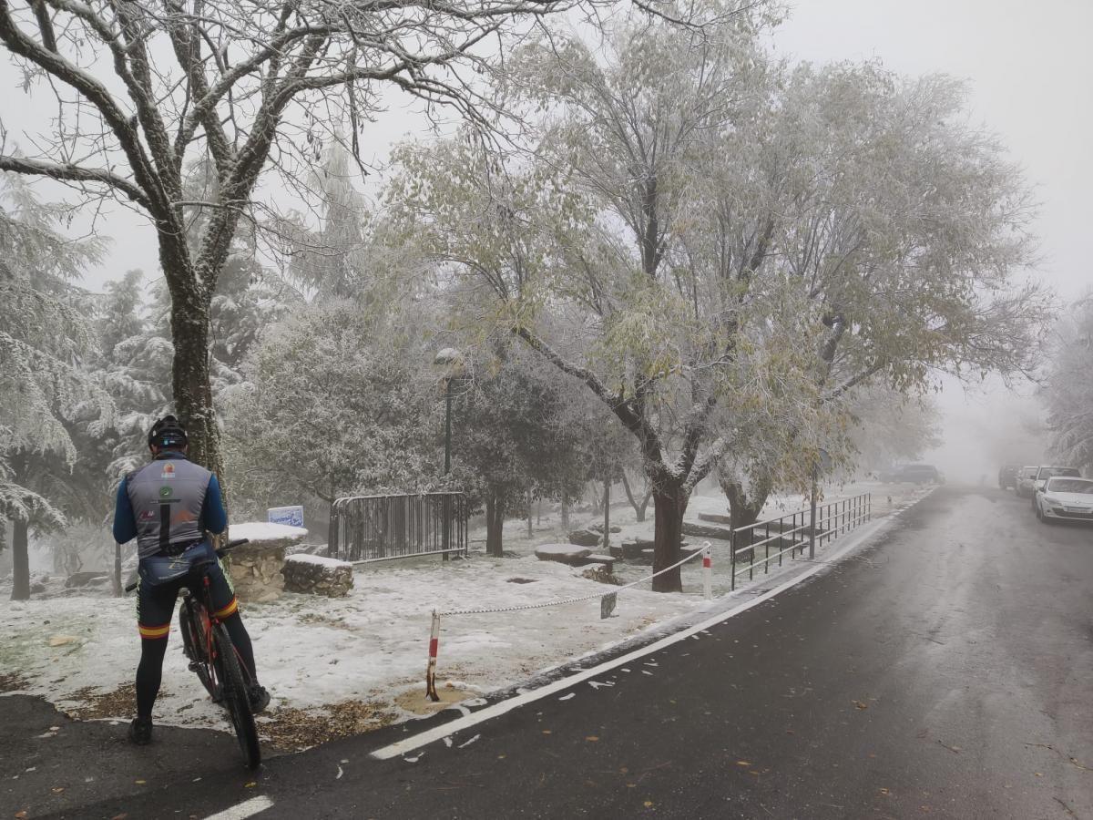 Primeras nieves en la provincia | Un manto blanco cubre la Sierra de Cabra