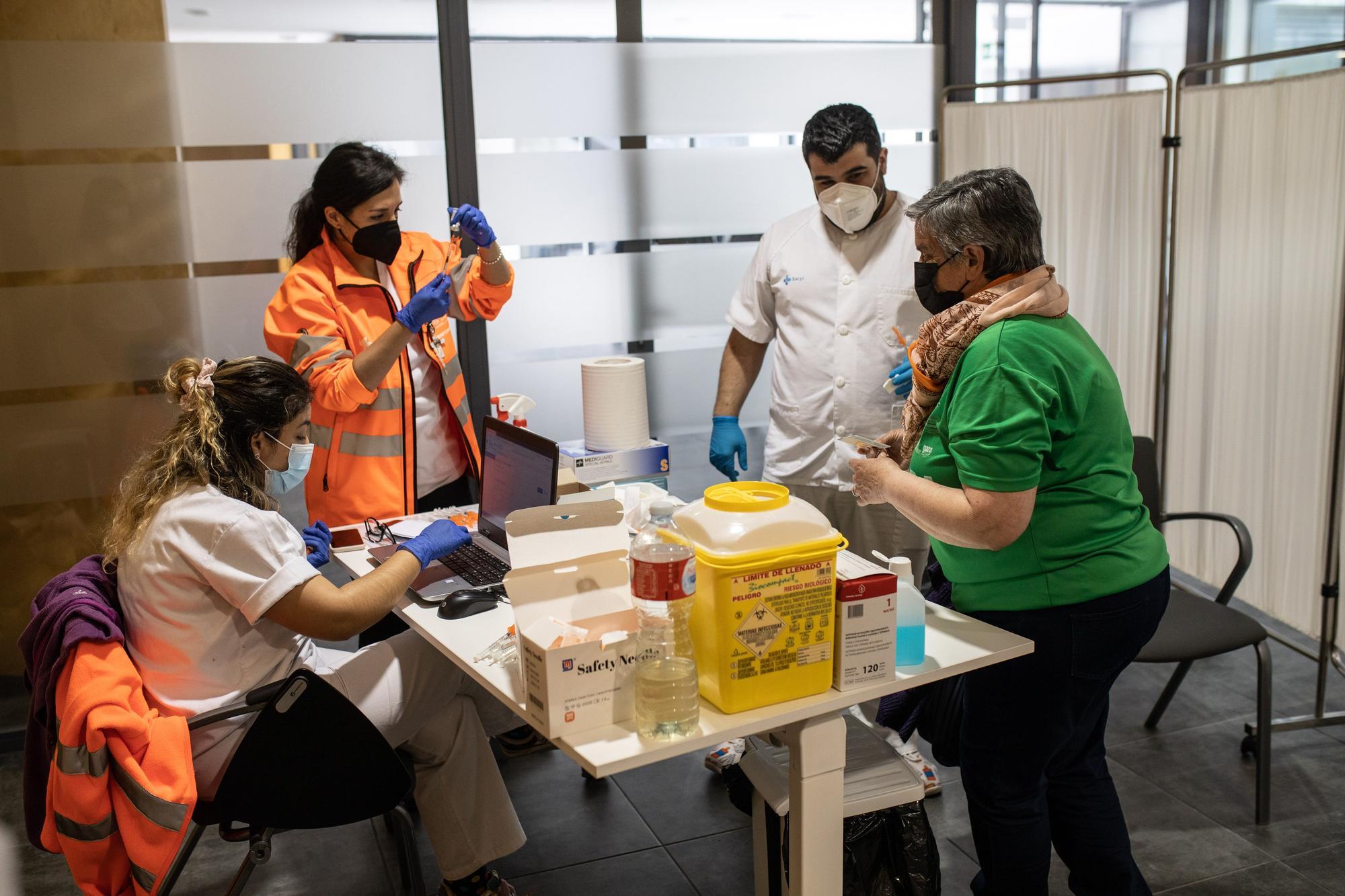 GALERÍA | La vacunación de la generación del año 1956 en Zamora