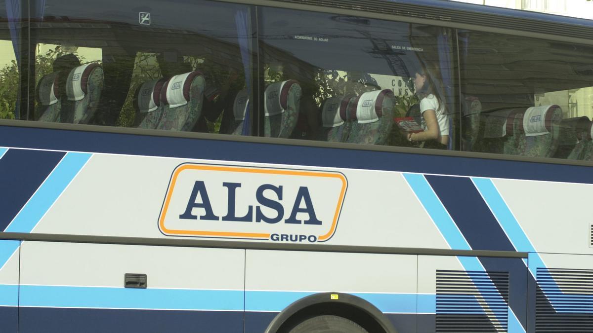 Rótulo en un vehículo de la compañía Alsa. / I.M.