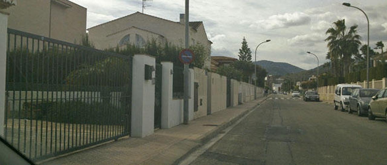 Oliva no obligará a restituir las aceras a quienes no usen los garajes para coches