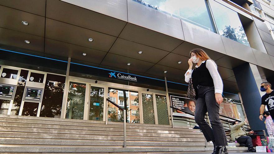 Los ERE de la banca eliminarán uno de cada cinco empleos en la Región