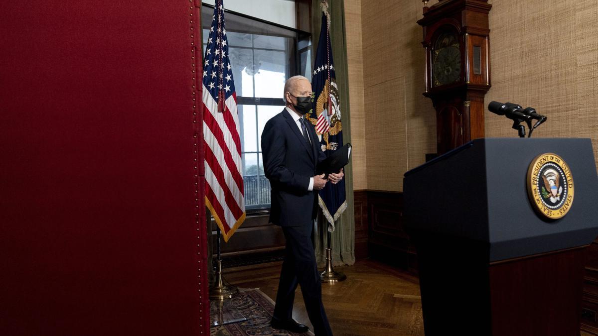 Biden sanciona a Rusia y expulsa a diez diplomáticos rusos de Estados Unidos.