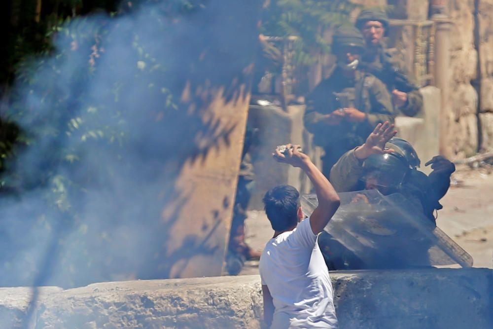 Palestinians participate in anti-Israeli protest ...