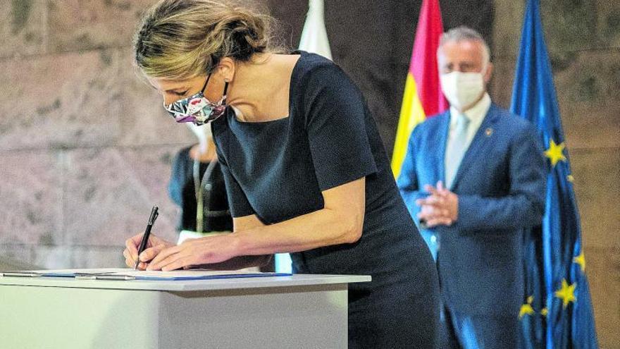 Díaz garantiza la prórroga de los ERTE todo el tiempo que sea necesario durante su visita a Canarias