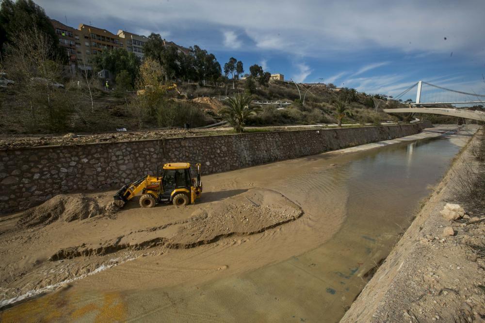 Fuga de agua en la ladera del Vinalopó