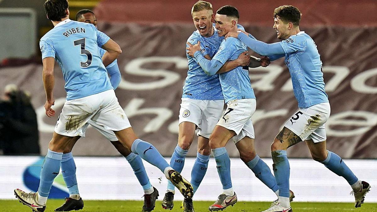 Los jugadores del Manchester City festejan el gol de Foden. |  // EFE