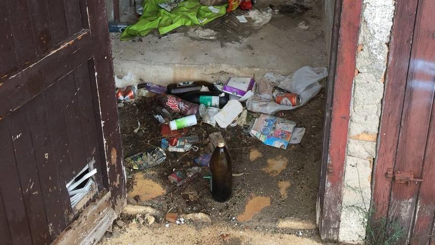 Basura y abandono en Puerto Blanco de Calp