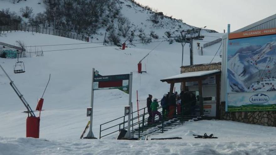 """Indignación de los esquiadores en Pajares: """"Está todo estropeado, esto sólo pasa en Asturias"""""""