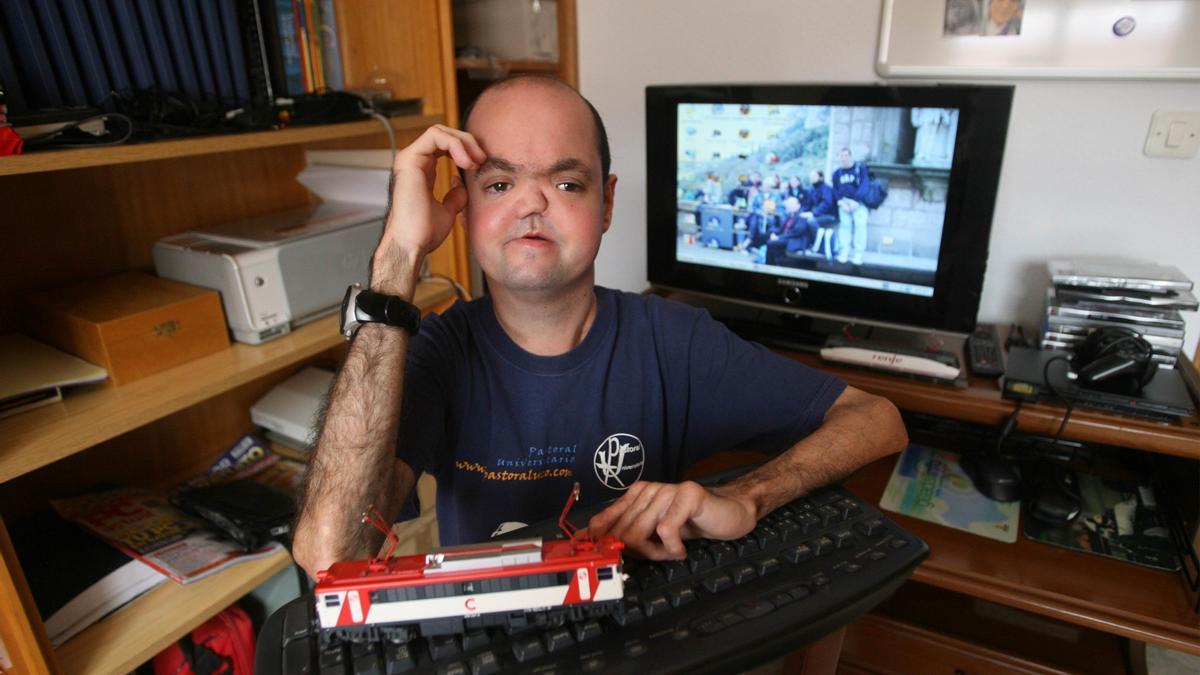 Rafael Cantos, ingeniero técnico de Informática de gestión y ciego desde los siete años.