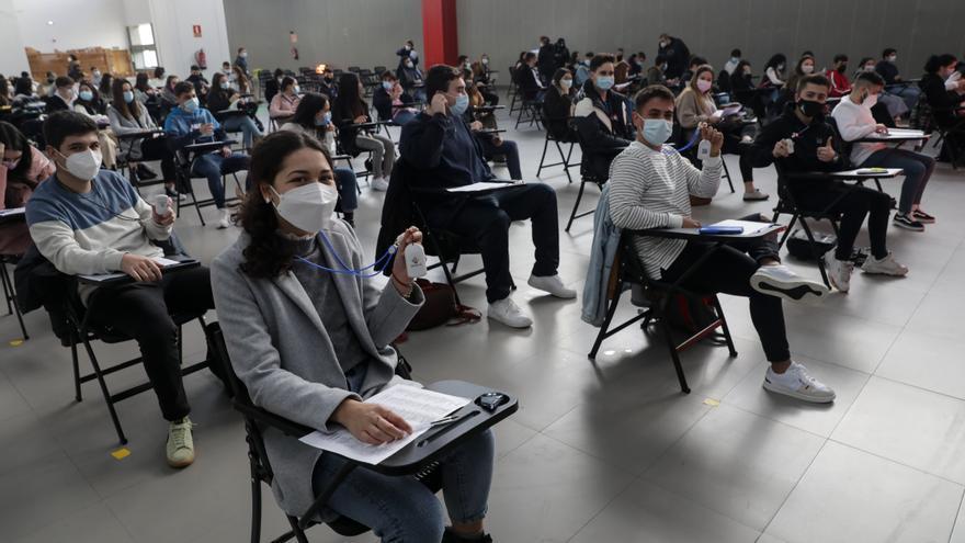 """Doscientos alumnos estrenan el chip anticovid: """"Es un alivio, pero mejor la evaluación online"""""""