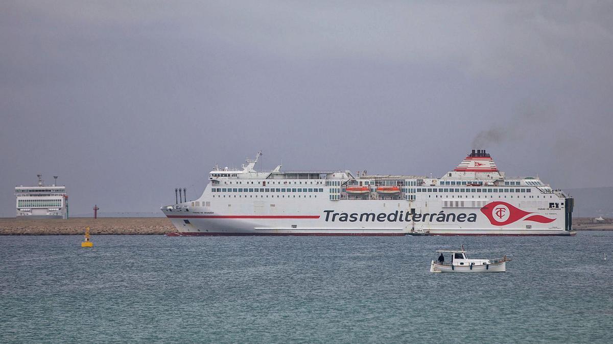 El buque 'Ciudad de Granada', de Trasmediterránea, antes llamado 'Sorolla' y en servicio desde 2001, en el puerto de Palma  el pasado viernes.