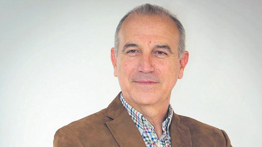 Hermann Schwarz: «Eliminar las mascarillas transmite un mensaje irreal que aumentará el contagio en los jóvenes»