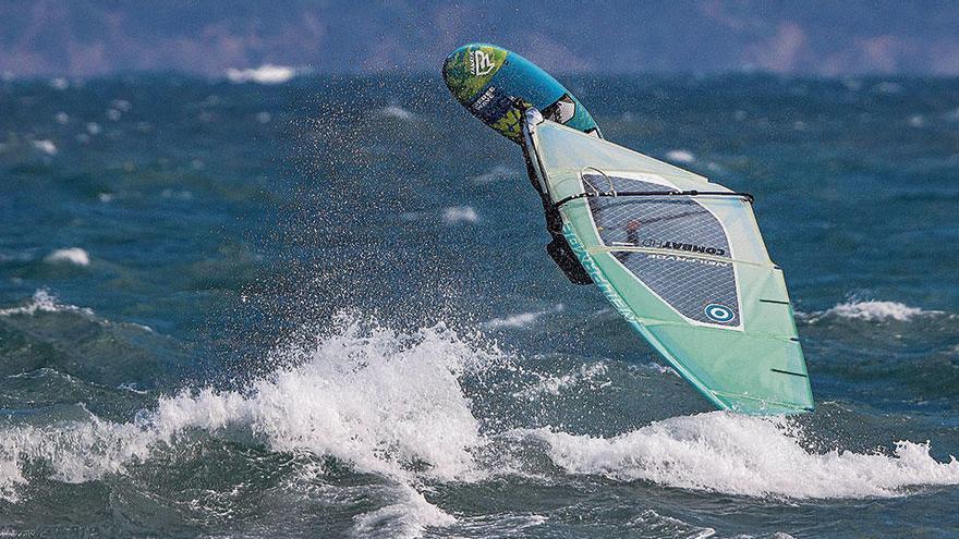 Mein Surfbrett und ich auf Mallorca